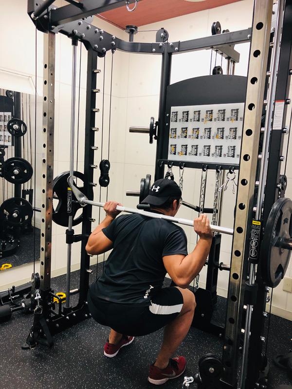 スミスマシン使用トレーニング